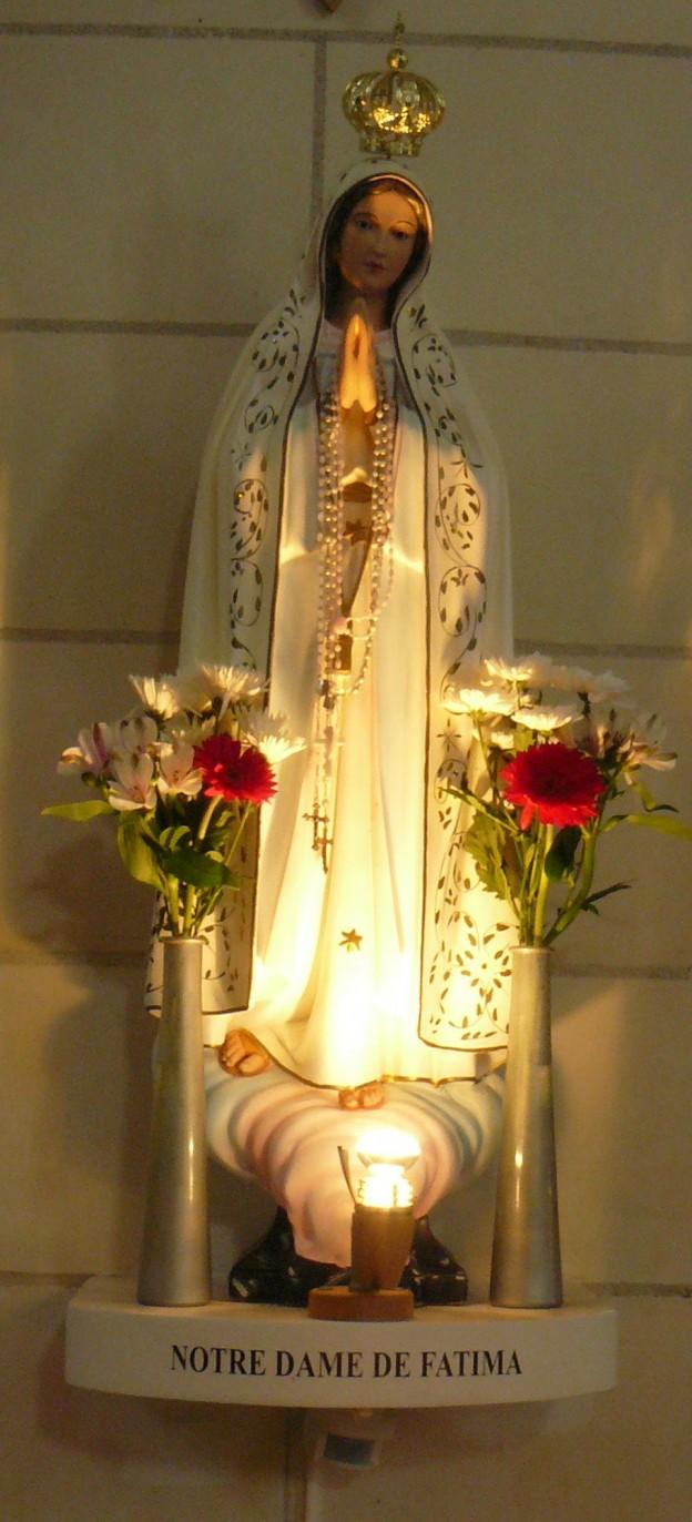 1728px-Chapelle_de_la_Trinité_(Groix)_-_Statue_de_Notre-Dame_de_Fatima